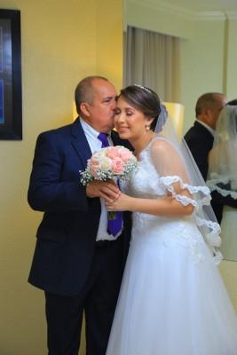 La bella novia con su padre Alfredo Robles