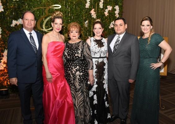 La familia Wolozny, acompañó a Elías y Caroll durante su ceremonia y fiesta postboda.