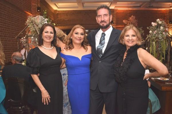 Ligia, Alma, Edgardo y Evelyn Canales Hawit.
