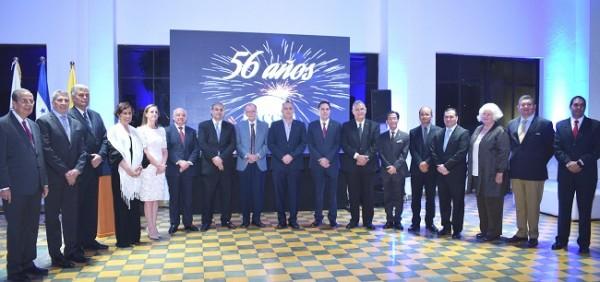Los miembros de la ACCS en una imagen del recuerdo celebrando su 56 aniversario.