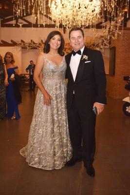 Los padres de la novia, María Cristina y Romel Hawit