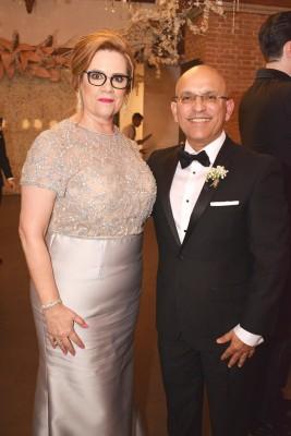 Los padres del novio, Marilyn y Andrés Patron.