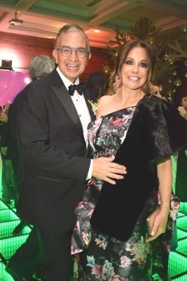 Los padrinos del enlace, Ernesto y Elena Lazarus.