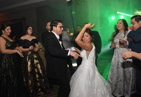 Los recién casados, no solo protagonizaron su velada nupcial con su ceremonia y protocolo, sino además abrieron la pista de baile ¡como ellos saben hacerlo!