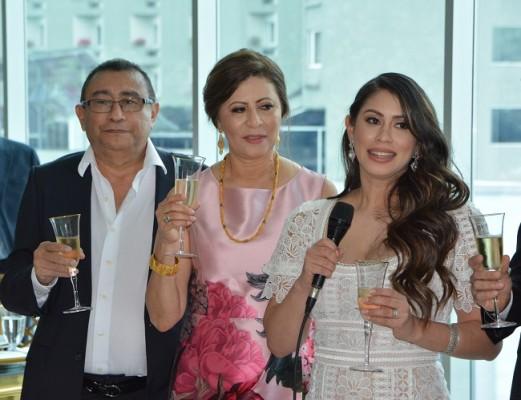 Luis Antonio Hernández y Magda de Hernández, junto a su hija, Mónica Hernández de Handal