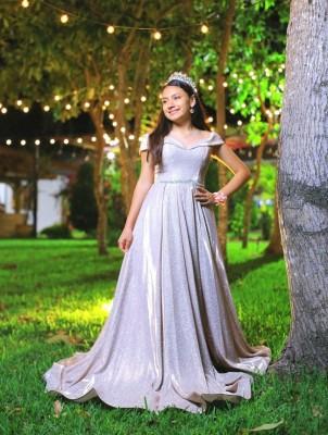 Mañana sábado celebra sus XV años Eunice Abigail Ramírez en el Hotel Clarión Mediterráneo donde sus padres, Wilson y Alicia Ramírez le agasajaran junto a familiares y amistades…Acontecimientos decorará en tonos Gold Rose.