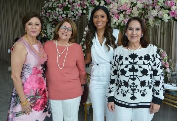 Magda de Hernández, Lorena Becerra, Wendy Calix y Laura Turcios
