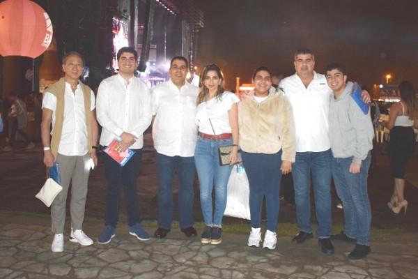 Mario Faraj junto a su familia e invitados especiales.