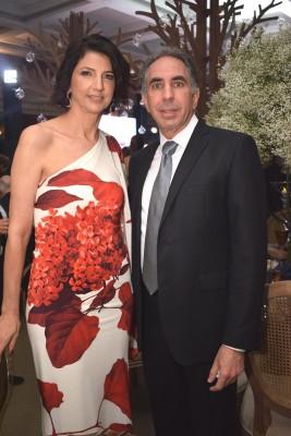 Mary Ann y Camilo Kafati.