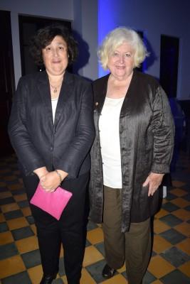 Mary y Pamelle Dávila.