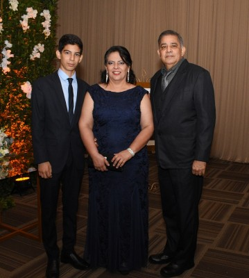 Moisés Osegueda, Diana García y Junio Osegueda