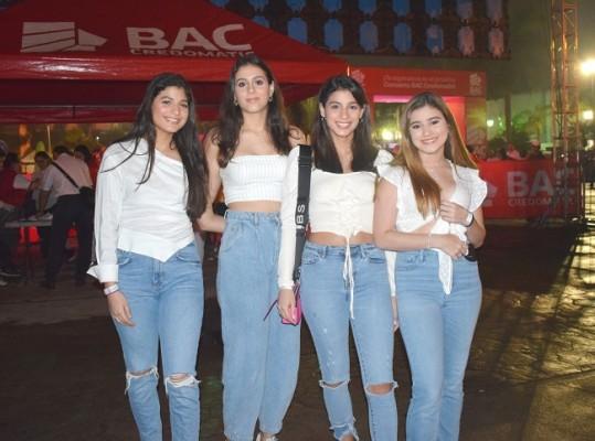 Paulina Zuniga, Isabella Zuniga, Paulina Fajardo y Rebecca Canahuati.