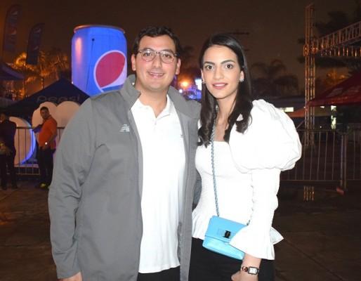 Salvador Panayotti y Andrea Zavala.