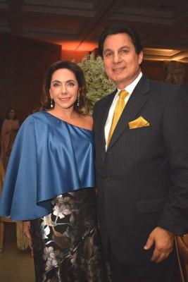 Sandra y Mario Canahuati.