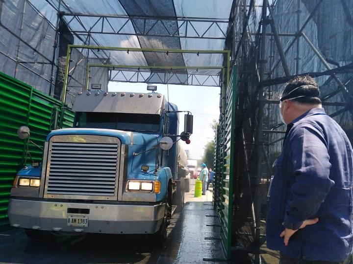 Instalan cabina para desinfectar de Covid-19 los vehículos que circulen por San Pedro Sula