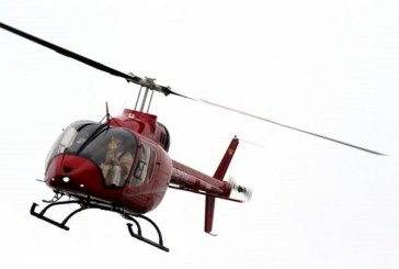Obispo bendice desde un helicóptero ante prohibición de procesiones por el coronavirus