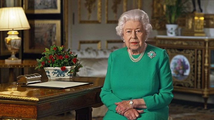 La reina Isabel II pide calma y determinación a los británicos para superar la crisis sanitaria del coronavirus