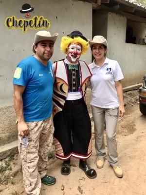 Jose Melo en una foto del recuerdo mostrando sus habilidades istrionicas en un evento de EMSULA