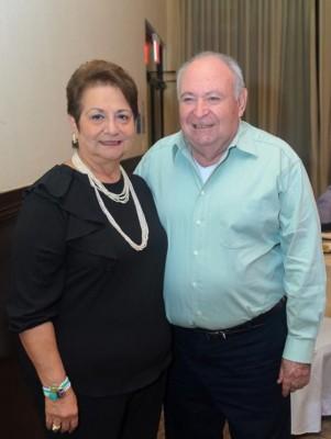 Feliz cumpleaños para la especial Marta Julia de Crespo… recibió miles de felicitaciones de parte de su familia y amistades.