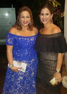 Muchas felicidades Fanny Hawit por tu cumpleaños en una imagen con Vanessa Saybe.