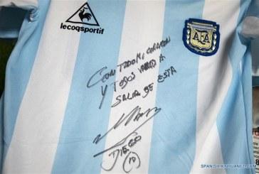 Sorteo de camiseta de Maradona desata impresionante ola de solidaridad en Argentina
