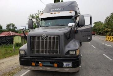 Policía decomisa furgón de matrícula guatemalteca cargado con supuesta cocaína