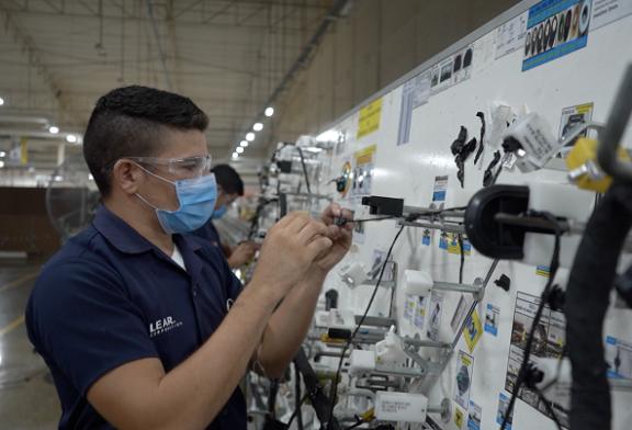Industria maquiladora programa contratar 4.000 nuevos empleos en la zona norte