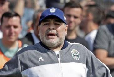 Maradona se volvió viral en las redes sociales por enseñar el trasero mientras bailaba (+video)