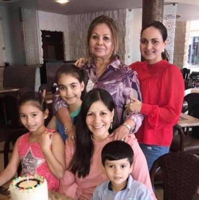 Felicidades a Andrea Córdoba que fue festejada en familia por su cumpleaños