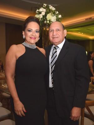 María Elena Sikaffy con su esposo, Armando López.
