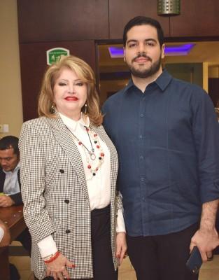 Maritza consu hijo Víctor Manuel Lara Jr.