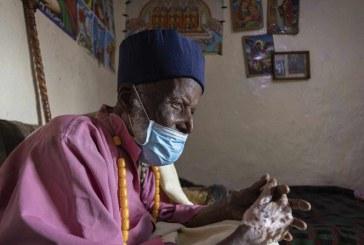 Monje de 114 años vence al Covid-19 tras permanecer tres semanas hospitalizado