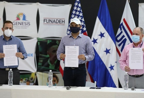 Senprende y Funadeh firman convenio para capacitar a 300 jóvenes emprendedores