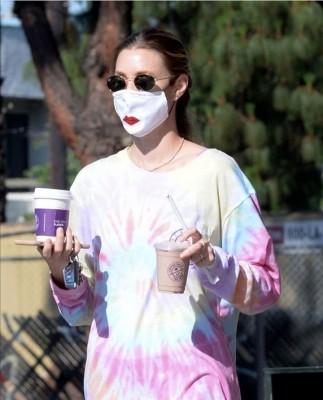 ¿Coquetería o ridiculez? La nueva moda de pintarse los labios sobre la mascarilla, así lo anunció en los Ángeles... Whitney Port
