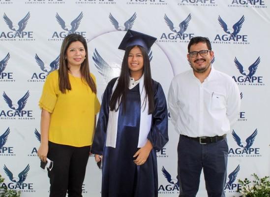 Alina Ramirez, Daniela Martinez y Guillermo Martinez