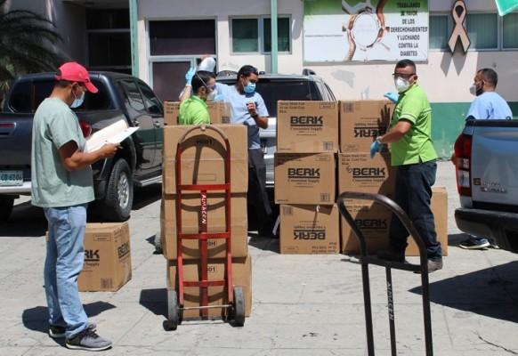 Supermercados La Colonia entrega donativo de equipo de bioseguridad al IHSS de San Pedro Sula