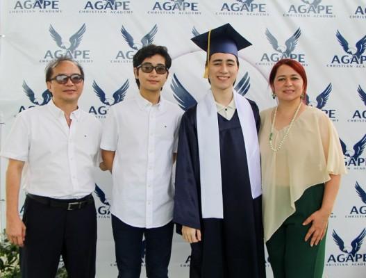 Dr. Luis Chou, Luis Andres Chou, Luis Alonso Chou y Doris Rapalo