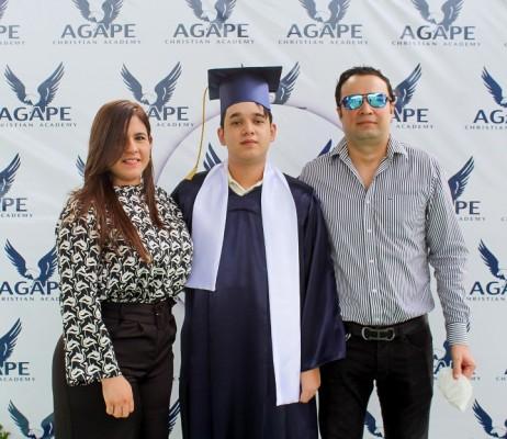 Elena Espinal, Oscar Peña Espinal y Oscar Peña