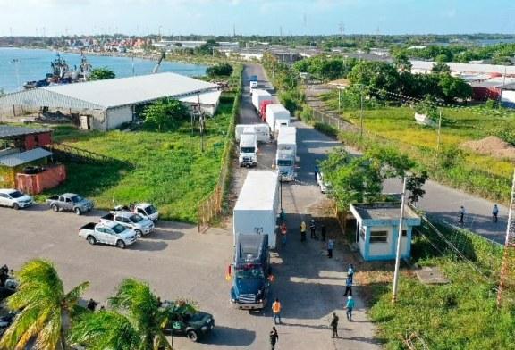 Los primeros 15 módulos del hospital móvil son trasladados a San Pedro Sula para iniciar su instalación