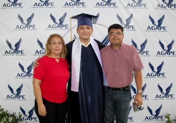 Lourdes Sarmiento, David Rodas, Victor Rodas