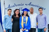 """Ceremonia de graduación de la """"Promoción de Oro"""" de la Academia Americana"""