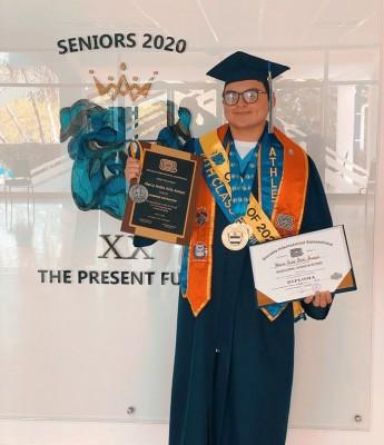 Marco Ávila, fue uno de los galardonados en la ceremonia estudiantil.