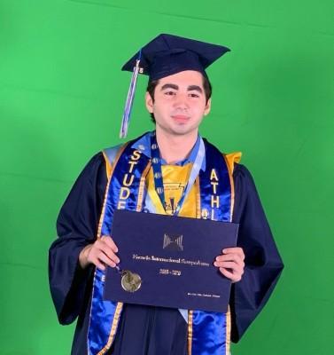 Stephan Daboul, mientras recibía su diploma estudiantil
