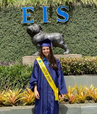 Andrea Murphy, se mostró muy feliz por su nuevo logro estudiantil.