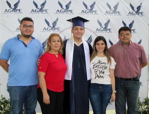 Víctor Rodas, Lourdes Samiento, David Rodas, Nicole Rodas y Víctor Rodas