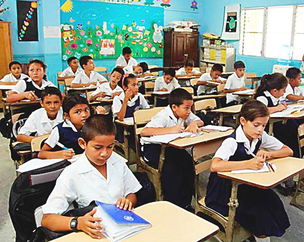 """Ministro de Educación afirma que """"es muy difícil volver a las clases presenciales este año"""""""