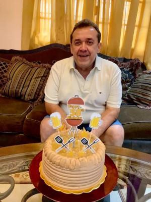 El Dr. Sergio Torres de cumpleaños. Congratulaciones