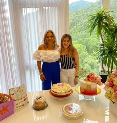 Marielos Gutiérrez con Delmy Blandón