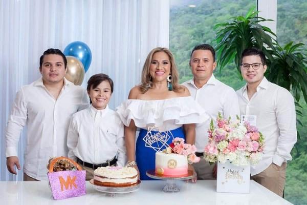 Marielos Gutierrezcon sus espso Cristián Gutierrez y sus hijos Christian, Alejandro y Edwin