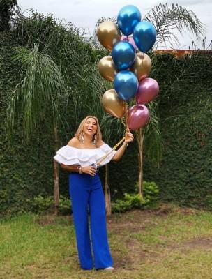 Muef feliz la cumpleañera por elagasajo ofrecida en la Casa de Viena Bayde